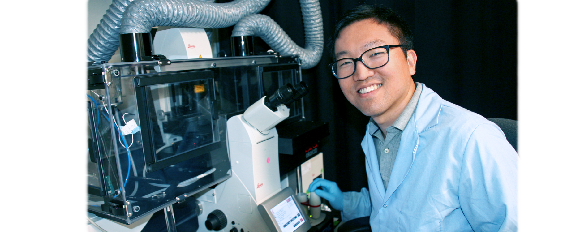 Photo of Bio-X Fellow Hong-pyo Lee in the laboratory.